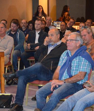 La réunion s'est déroulée au Méridien, actuellement réquisitionné par le gouvernement, en présence de Gilbert Tyuienon et d'environ 80 participants.
