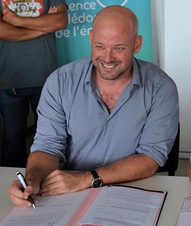 Christopher Gygès, membre du gouvernement en charge de l'économie et président de l'ACE et Jean-Gabriel Faget, président du CNAM ont signé un accord de partenariat entre l'ACE et l'ACESTE CNAM.