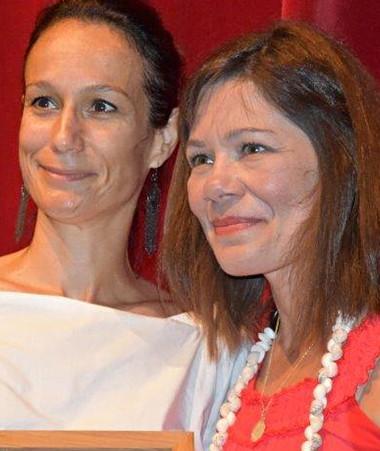 Isabelle Champmoreau et Cécile Alix, lauréate du prix Livre, mon ami, le 16 novembre au centre culturel Tjibaou.