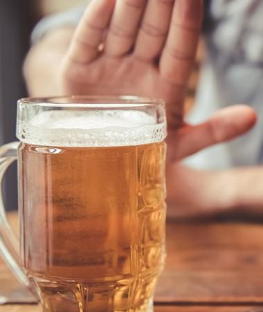 Parmi les mesures envisagées par le gouvernement, figure l'interdiction de toute action ayant pour but de promouvoir la consommation de boissons alcooliques.