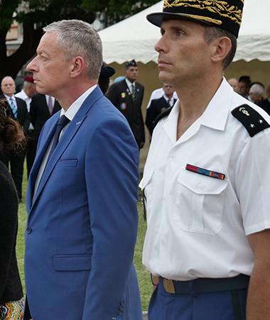 Recueillement des représentants des autorités civiles et militaires.