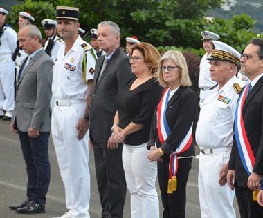 Les officiels se sont recueillis en souvenir du général de Gaulle et de la Seconde Guerre mondiale.