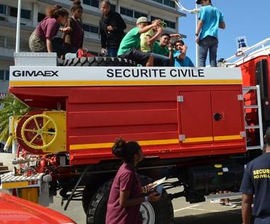 Collégiens et lycéens ont grimpé à l'abordage des camions citernes de la Sécurité civile !