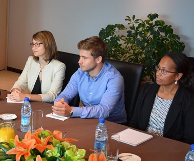 De droite à gauche, trois des quatre futurs délégués – Rose Wete, Alexandre Lafargue et Cécilia Madeline – aux côtés de Philippe Germain et François Bockel, chef du SCRRE.