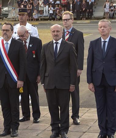 Autorités civiles et militaires ont rendu hommage aux 575 poilus calédoniens tombés au champ d'honneur. (c) Cyril Terrien