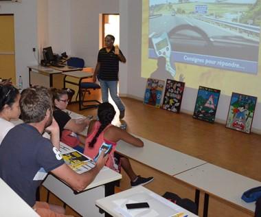Les participants ont testé leurs connaissances au cours d'un test blanc du code de la route.