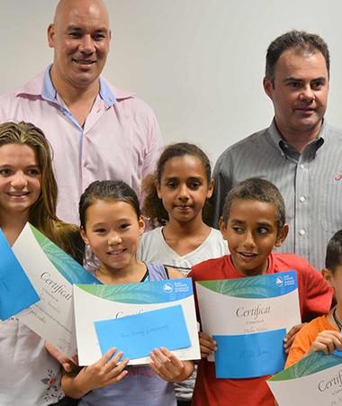 Les lauréats aux côtés du directeur adjoint de la CPS et du consul de Nouvelle-Zélande, Justin Peter Fepuleai.