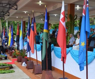 Le 10 septembre 2016, à Pohnpei (États fédérés de Micronésie), la Nouvelle-Calédonie a accédé au statut de membre à part entière du Forum des Îles du Pacifique (FIP).