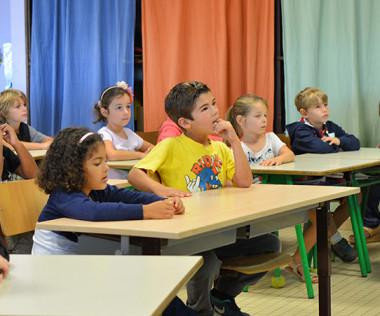 Une réforme de l'enseignement primaire qui va amener les enseignants à changer leurs pratiques.
