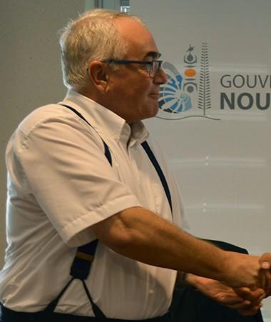 Julian Wilson, ambassadeur de l'Union européenne pour le Pacifique, et Philippe Germain, président du gouvernement de la Nouvelle-Calédonie ont signé la convention de financement du 11e FED régional.