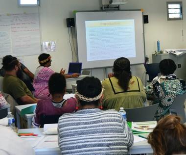 Pendant une semaine, des femmes actives dans le secteur associatif et de jeunes mères célibataires s'informent et échangent pour renforcer leur « leadership ».