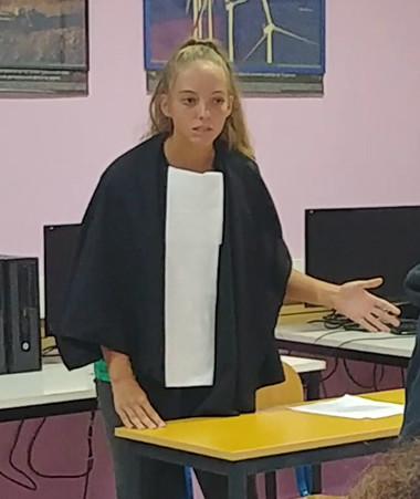 Madame le procureur s'adresse au présumé coupable qui n'en mène pas large.