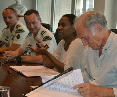 La convention a été signée par Jean-Charles Ringard-Flament, vice-recteur, et le lieutenant-colonel Christian De Villers, en présence d'Hélène Iékawé, membre du gouvernement chargée de l'enseignement.