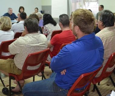 D'autres moyens d'information ont été mis en place à destination de la population de La Tontouta : deux dépliants, un N° vert (05 11 03) et très prochainement, des référents de terrain.