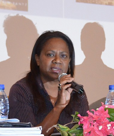 Weniko Ihage, directeur de l'ALK, Hélène Iékawé, membre du gouvernement en charge de l'enseignement et Yolande Verlaguet, directrice de l'enseignement de la Nouvelle-Calédonie.