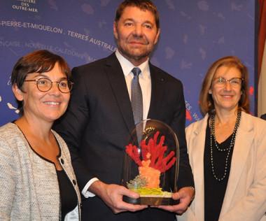 La Ministre des Outre-mer, Annick Girardin, a remis la Palme Ifrecor le 20 novembre à Joël Viratelle, directeur de la Maison de la Nouvelle-Calédonie, qui représentait Philippe Germain.