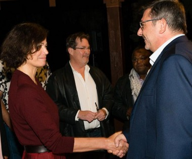 Le président du gouvernement a participé à l'ouverture du 19e Festival du cinéma de La Foa, présidé cette année par la comédienne Marianne Denicourt (©Marc Le Chélard).