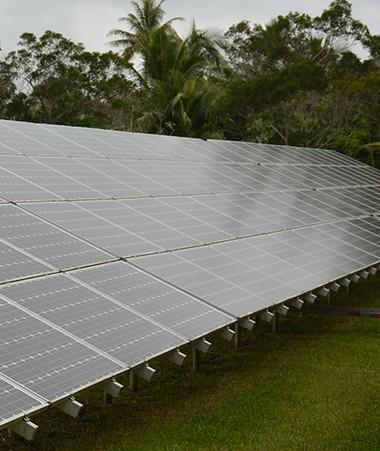 Une unité de stockage des surplus d'énergie, raccordée au réseau global de distribution, permettra de compenser les effets de l'intermittence.