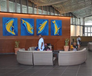 Les baleines de Mathieu Venon viennent de migrer vers le hall d'accueil de l'hôpital. Une expo de saison…