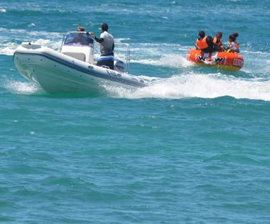 Mise à disposition par la direction de la Jeunesse et des sports de la Nouvelle-Calédonie, la bouée tractée rencontre un franc succès !