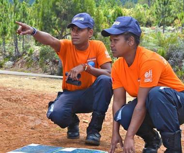 De jeunes guetteurs de feu, en poste aux Koghi. © LNC