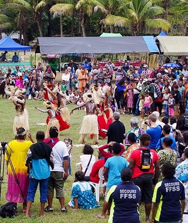 La Fête de la Citoyenneté est proposée chaque année, par le gouvernement, en un lieu différent. Ici, en 2015, à la tribu de N'Dé à Païta.