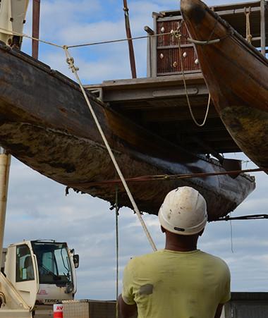 Meryemana, qui va être rénovée dans le cadre d'un chantier éducatif par des jeunes en difficulté, suivis par la DPJEJ, est une reconstitution de pirogue double de l'île des Pins.