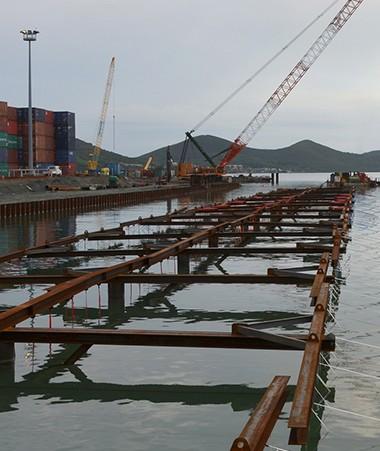 2,6 milliards de francs, c'est le montant des travaux de construction du poste n° 8 dans le prolongement du quai de commerce du Port autonome.