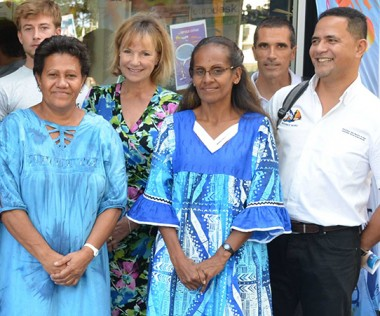 Valentine Eurisouké aux côtés de l'équipe du Centre Information Jeunesse de Nouvelle-Calédonie.