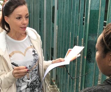 Sept heures du matin, zone de l'Artillerie. Marie-Christine l'infirmière du vice-rectorat à la rencontre de jeunes fumeuses.