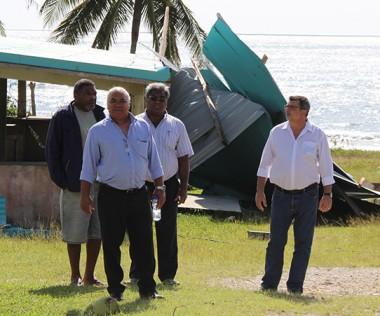 Philippe Germain et Néko Hnepeune, président de la province des Îles, étaient à Lifou le  11 mai (© LNC).