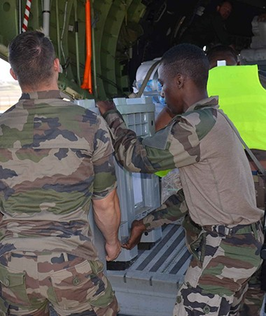 Un avion CASA a décollé de la base aérienne 186 Paul Klein le 4 octobre pour acheminer l'aide vers le Vanuatu.