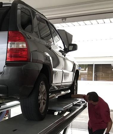 Cinq centres de contrôle technique des véhicules pour les particuliers sont situés à Nouméa, un à Koumac, un à Koné et un dernier à Lifou.