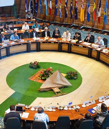 Le dialogue, animé par le président du gouvernement Philippe Germain, a eu lieu au siège de la CPS, à Nouméa.