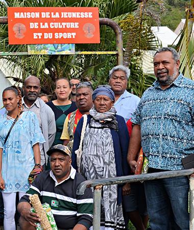 Les représentants du gouvernement et de la province des îles ont inauguré le nouvel espace dédié aux jeunes aux côtés des membres de l'association le Banian et du comité de quartier.