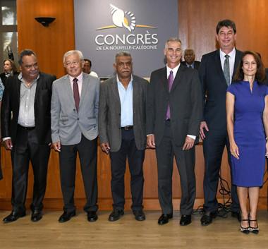 Les onze membres du 17e gouvernement de la Nouvelle-Calédonie (© Niko Vincent/Congrès).