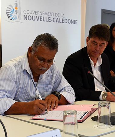 L'avenant numéro 3 a été signé par les représentants de la direction et du conseil d'administration de l'OPT-NC, en présence des présidents du gouvernement et de l'assemblée territoriale de Wallis-et-Futuna.