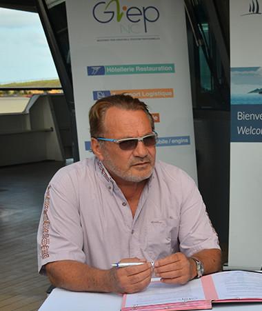 La convention entre le GIEP-NC et le Ponant a été signée le 26 août par Jean-Louis d'Anglebermes, président du conseil d'administration du groupement, son directeur, Gabriel Muavaka, et le commandant Christophe Colaris.
