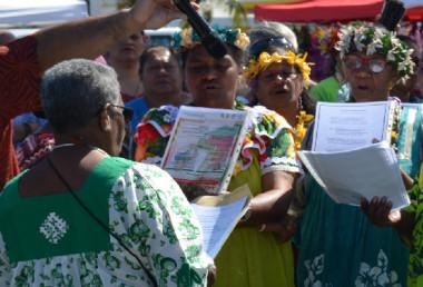 Après la coutume, chants d'accueil des femmes de Lifou et de Maré.