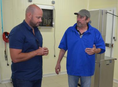 Christopher Gygès a visité l'unité de conditionnement des produits de la mer, exploitée par la société Munun.