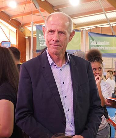 Le vice-recteur directeur général des enseignements, Érick Roser, s'est rendu au salon des études supérieures vendredi 28 août, à Nouville.