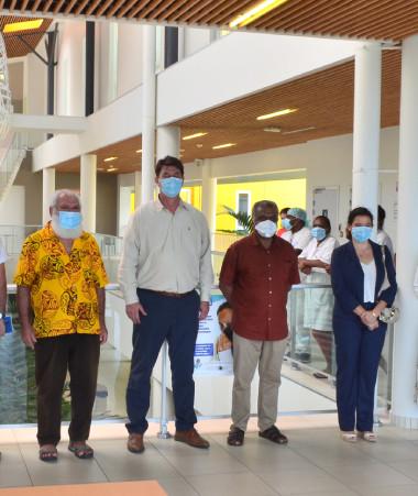 Au pôle sanitaire du Nord, la délégation du gouvernement était accompagnée par le président de la province Nord, Paul Néaoutyine, et le commissaire déléguée de la République, Annick Baille.