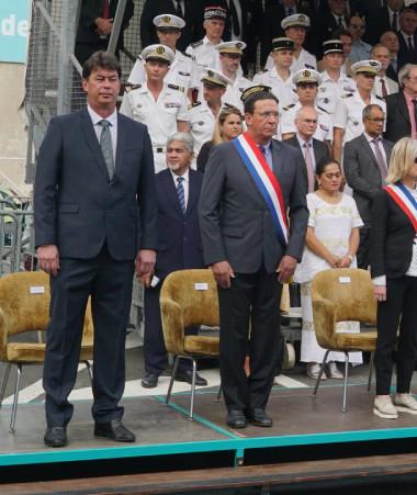 Le haut-commissaire et les élus ont rendu hommage aux troupes depuis la tribune officielle. Photo © Fabrice Wenger / Province Sud