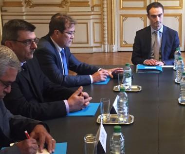 En marge de la conférence, une réunion de travail était organisée entre le directeur de cabinet de Bruno Le Roux et les représentants calédoniens : Philippe Germain, Philippe Michel et Éric Gay.