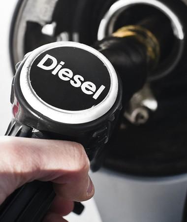 Afin de contribuer au financement de la centrale au gaz, le gazole automobile sera assujetti à une taxe au taux de 3,5 F/litre.