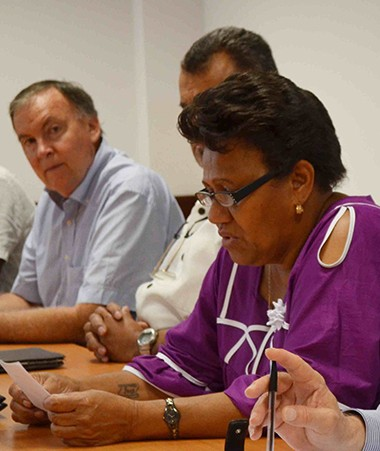 Valentine Eurisouké, en charge de la santé au gouvernement, entourée d'une partie des coordinateurs du plan Do Kamo.