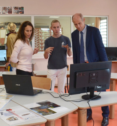 Isabelle Champmoreau et Érick Roser ont échangé avec les étudiants du BTS « études et réalisation d'agencements » dans leurs nouvelles salles de classe.