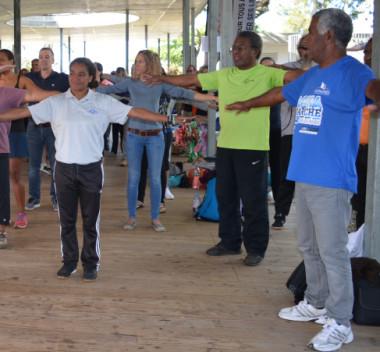 La tenue de sport était de rigueur pour les participants à la conférence sport santé bien-être qui a débuté par un réveil musculaire.