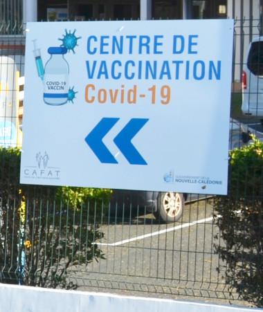 La vaccination contre le Covid-19 est devenue obligatoire à la suite de l'adoption par le Congrès de la Nouvelle-Calédonie de la délibération n° 44/CP du 3 septembre 2021.