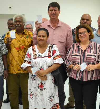 Les membres du gouvernement et des présidents d'institution font partie des premiers vaccinés contre le Covid-19 pour « montrer aux Calédoniens l'importance de ce geste pour eux-mêmes et pour l'ensemble de la population », a déclaré le président Santa.